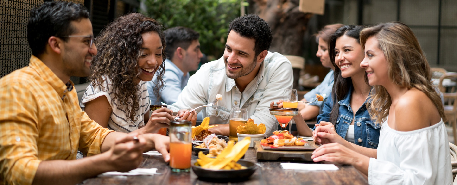 4 RESTAURANT MARKETING IDEAS THAT WILL MAKE YOUR SUMMER SEASON SHINE